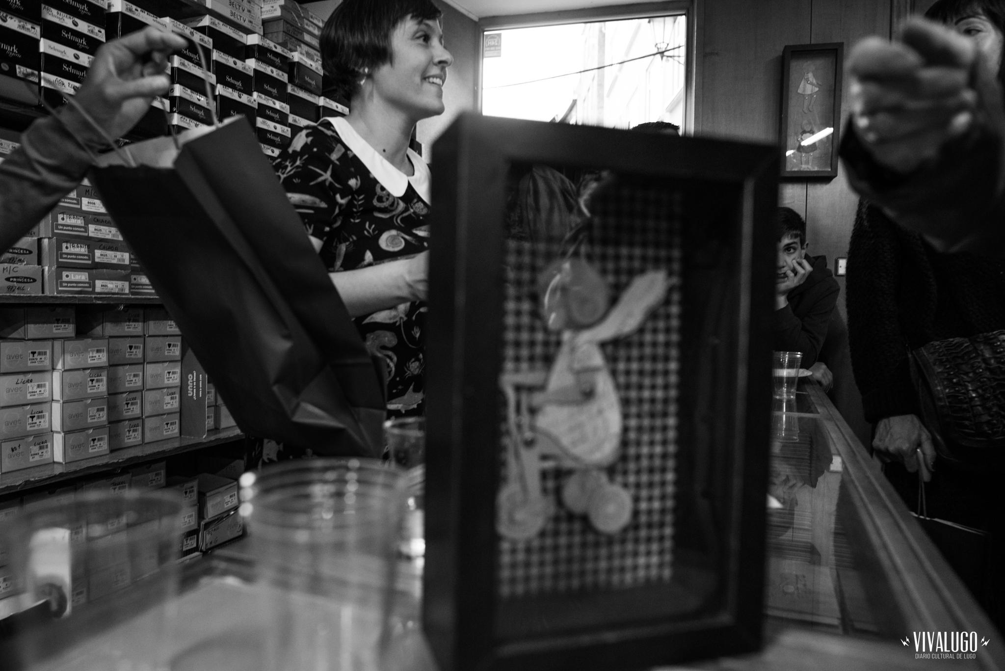 """Presentación do libro """"Mariña"""" de Isabel Somoza, en Confecciones García. [Fotografía: A.PALLON]"""